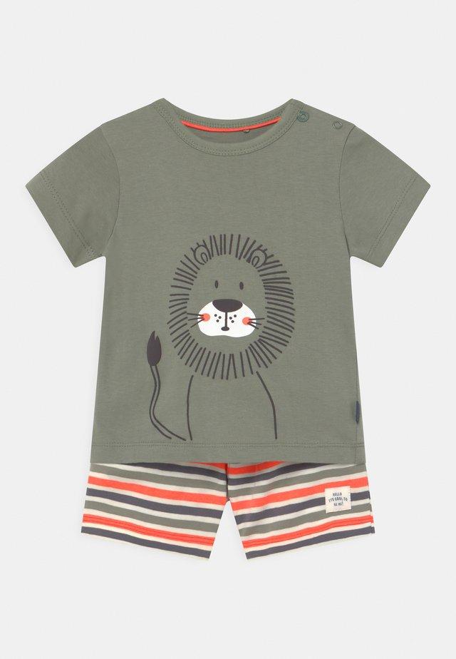 SET - T-shirt print - khaki/orange