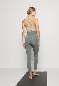 Cotton On Body - LIFESTYLE - Legging - oil green laser - 2