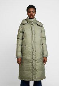 Calvin Klein - CRINKLED PUFFER COAT - Vinterkåpe / -frakk - green - 0