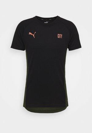 MANCHESTER CITY EVOSTRIPE TEE - T-shirt sportiva - black/forest night