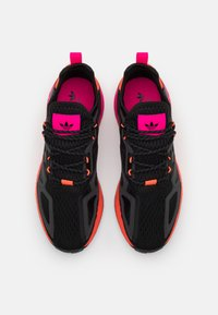 adidas Originals - ZX 2K BOOST UNISEX - Trainers - core black/solar red - 3