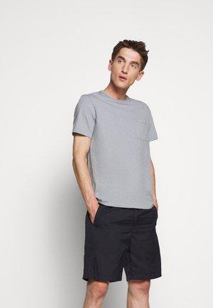GARMENT DYE TEE - Jednoduché triko - slate blue