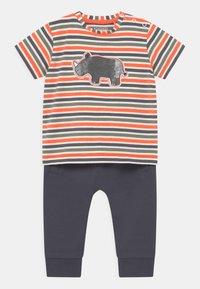 Staccato - SET - T-shirt print - dark blue/orange - 0