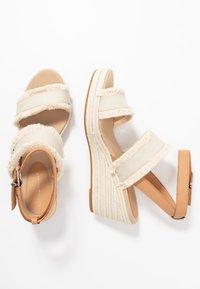 Tommy Hilfiger - FRINGES MID WEDGE  - Platform sandals - ivory - 3