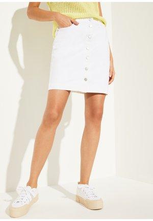 MIT KNOPFLEISTE - Pencil skirt - white