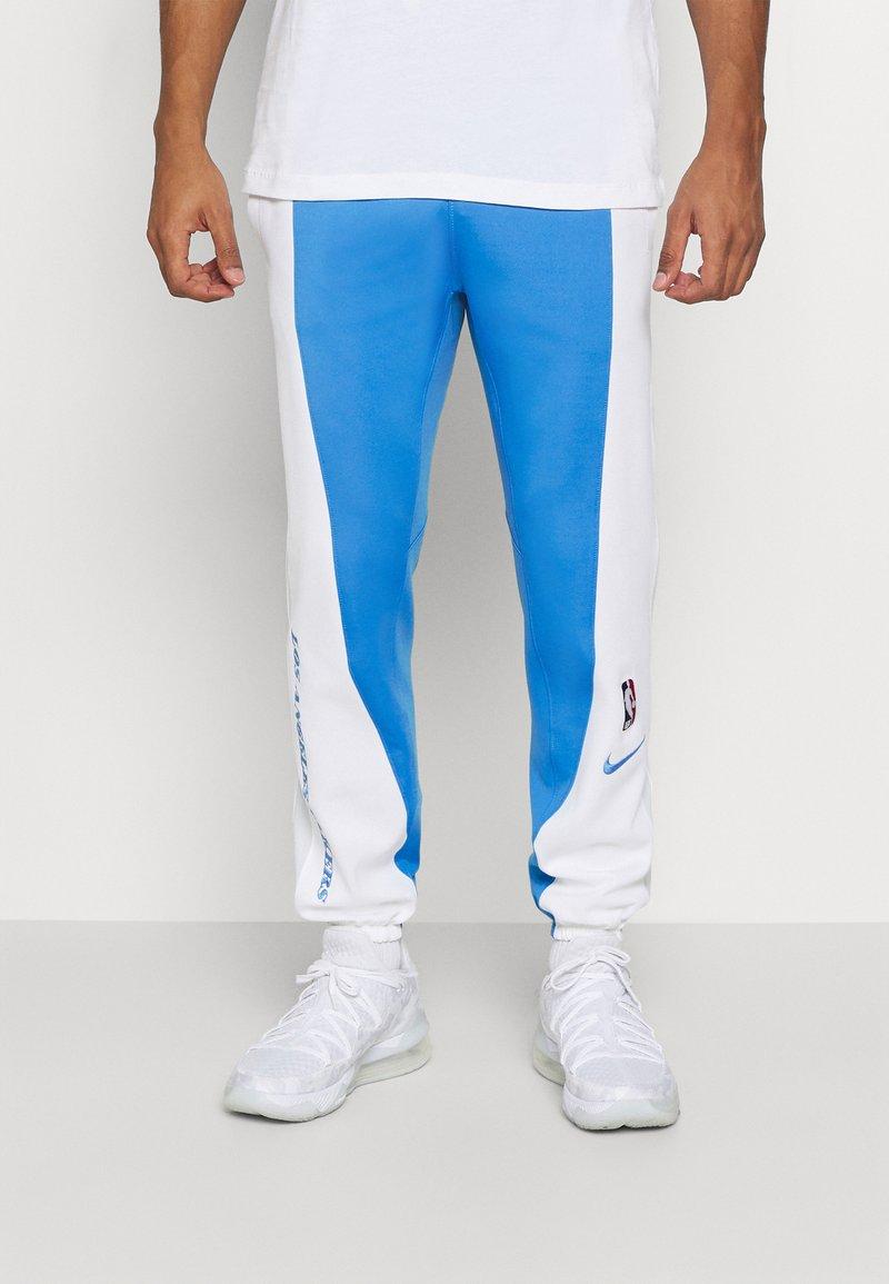 Nike Performance - NBA LOS ANGELES LAKERS CITY EDITON THERMAFLEX PANT - Pantalon de survêtement - coast/white/pure platinum