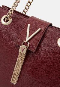 Valentino by Mario Valentino - DIVINA - Handbag - vino - 3