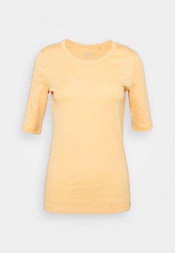 Basic T-shirt - peach