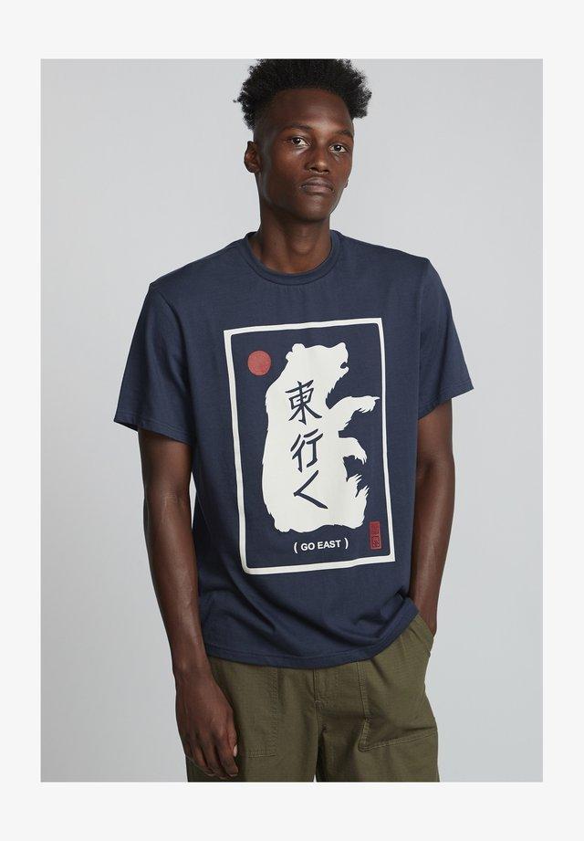 Go East Eastern Bear - T-shirt print - indigo