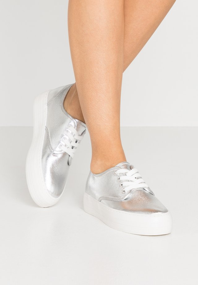 Baskets basses - silver