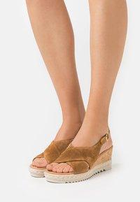 Gabor Comfort - Sandalias con plataforma - camel - 0