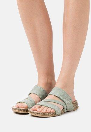Pantolette flach - grün