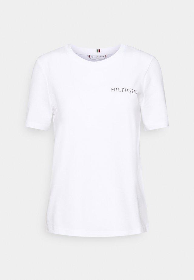 REGULAR TEE - T-shirt z nadrukiem - white