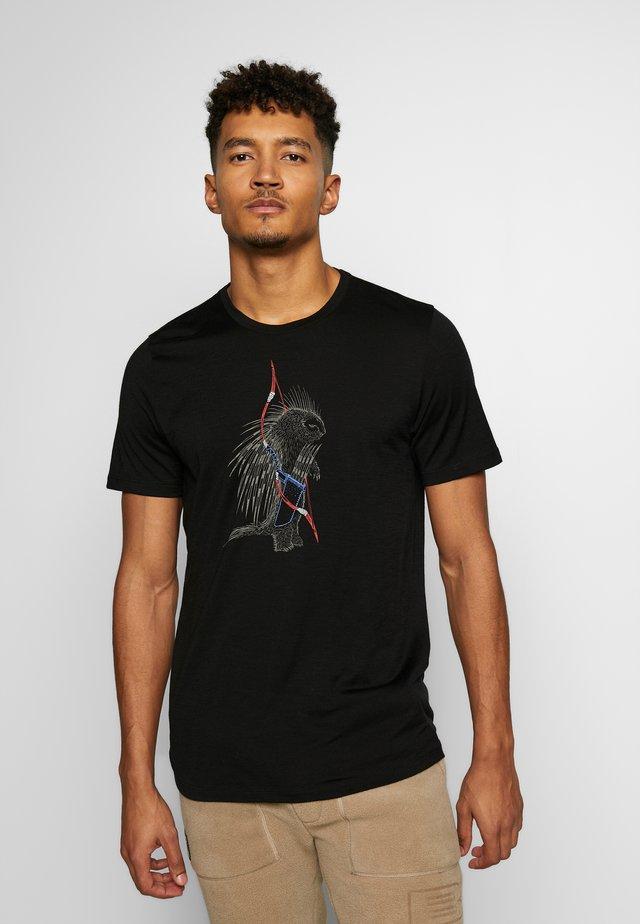 TECH LITE CREWE QUILL - Print T-shirt - black