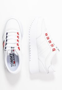 Tommy Jeans - HIGH CLEATED  - Sneakers basse - white - 3
