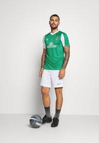 Umbro - WERDER BREMEN HOME - Klubové oblečení - golf green/brilliant white - 1