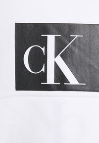 Calvin Klein Jeans - MIRRORED LOGO HOODIE UNISEX - Sweatshirt - bright white - 5