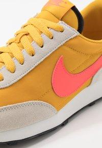 Nike Sportswear - DAYBREAK - Trainers - dark sulfur/flash crimson/summit white/black - 2
