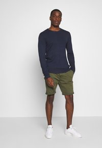 INDICODE JEANS - CONER - Shorts - army - 1