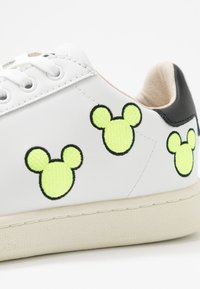 MOA - Master of Arts - EXCLUSIVE GALLERY MICKEY - Trainers - white/neon yellow - 2