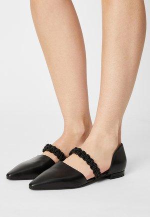 Ballerinat nilkkaremmillä - black