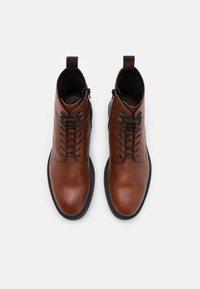 Vagabond - ALEX - Lace-up ankle boots - cognac - 7