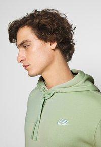 Nike Sportswear - CLUB HOODIE - Luvtröja - pistachio frost - 3