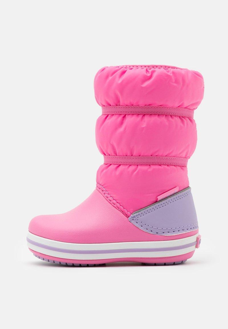 Crocs - CROCBAND WINTER - Botas para la nieve - pink lemonade/lavender