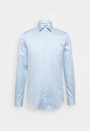 BOLD STRIPE EASY CARE SLIM - Košile - light blue