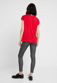 Vero Moda - VMAVA PLAIN - T-shirt basic - chinese red - 2