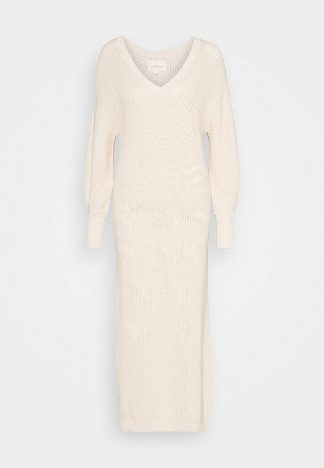 PEYTON - Gebreide jurk - egg white