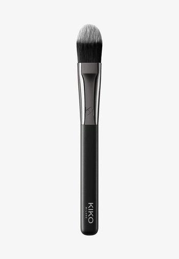 FACE 03 FLAT FOUNDATION BRUSH - Makeup brush - -