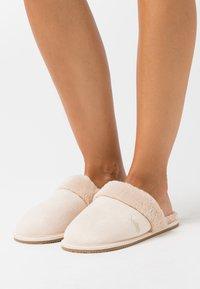 Polo Ralph Lauren - SUMMIT SCUFF  - Pantoffels - cream - 0