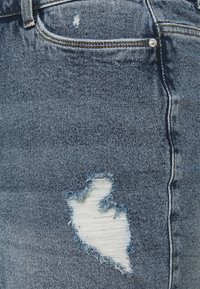 Vero Moda Curve - VMERASA  - Shorts di jeans - medium blue denim - 2