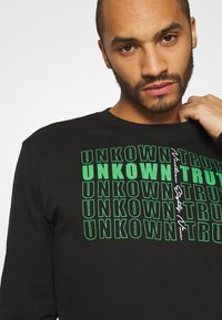 Urban Threads - FRONT AND BACK GRAPHIC LONG SLEEVE TEE UNISEX - Long sleeved top - black - 3