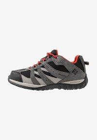 Columbia - YOUTH REDMOND WATERPROOF - Hiking shoes - black - 1