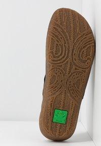 El Naturalista - WAKATIWAI - Pantofle - black - 6