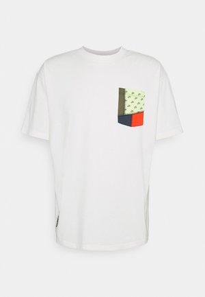 TEE POCKET - Print T-shirt - pure