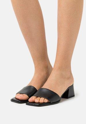 BASIC BLOCK HEELED MULES - Pantofle na podpatku - black