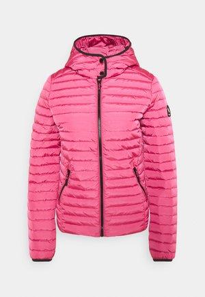 CORE - Bunda zprachového peří - hot pink