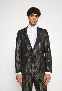 Twisted Tailor - SAGRADA SUIT - Completo - black/gold - 2