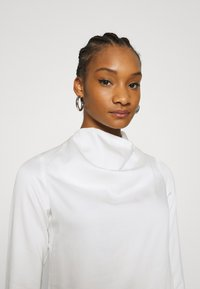 Who What Wear - COWL NECK LONG SLEEVE TOP - Blouse - cream - 3