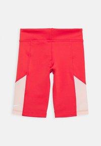 Nike Performance - TROPHY BIKE SHORT - Punčochy - track red/washed coral/white - 1