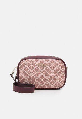 MEDIUM CAMERA BAG - Across body bag - pink/multi