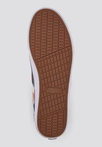 TOM TAILOR DENIM - GEMUSTERTER - Sneakers laag - red-multi - 4