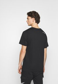 Nike Sportswear - TEE AIR - Triko spotiskem - black/reflective silver - 2