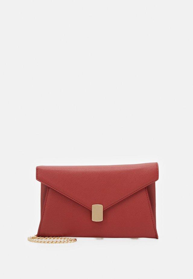Clutch - dark red