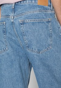 Weekday - GALAXY - Jeans straight leg - hanson blue - 4