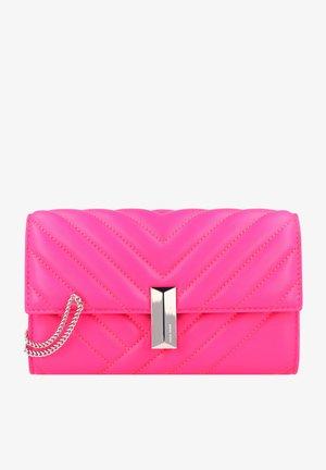 Clutch - bright pink