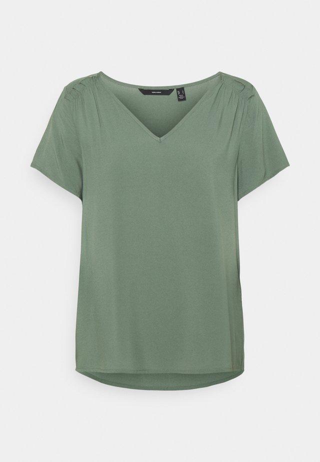 VMNADS SHOULDER FRILL - T-shirt basic - laurel wreath